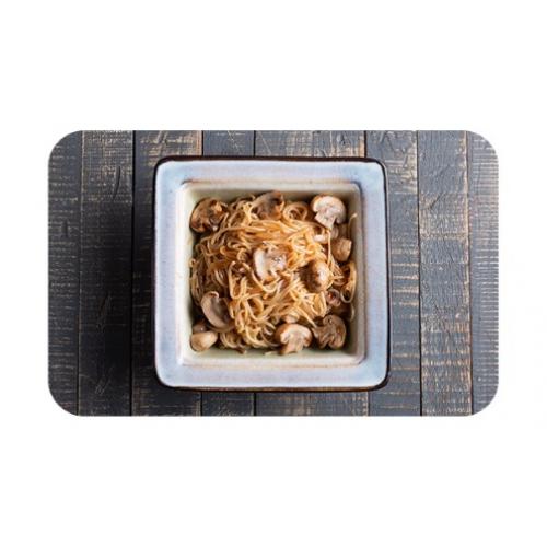 Лапша яичная с грибами и луком