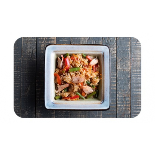 Японский плов с курицей и овощами