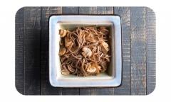 Лапша гречневая соба с грибами</br>и луком