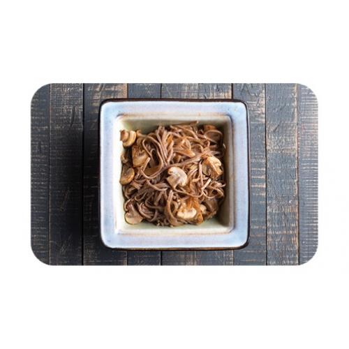 Лапша гречневая «соба» с грибами и луком