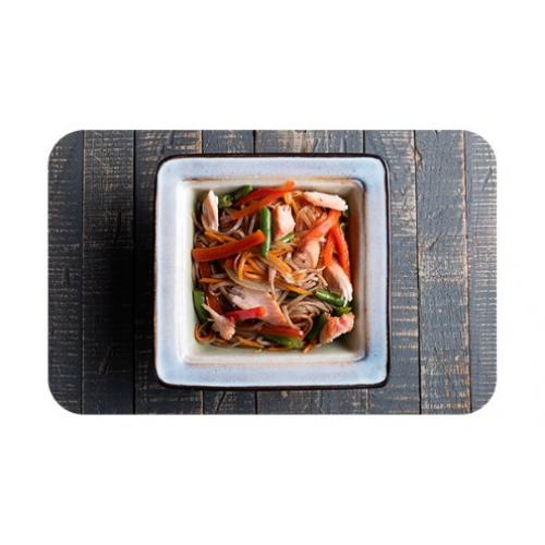 Лапша гречневая «соба» с курицей и овощами
