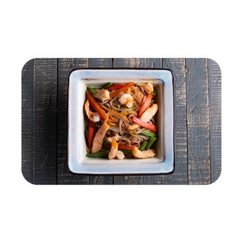 Лапша гречневая «соба» с лососем и креветками