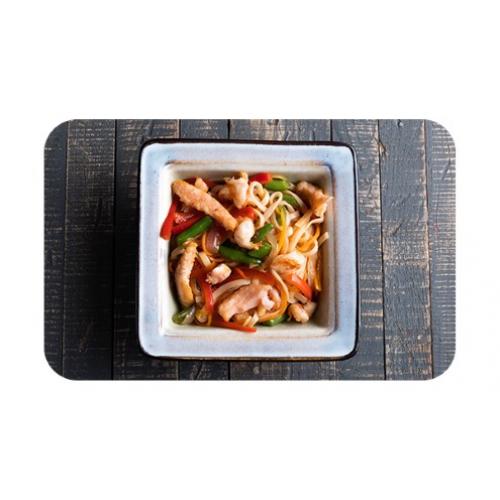 Лапша пшеничная «удон» с лососем и креветками